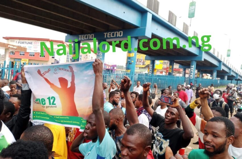 Ibadan Youth storms Mokola Roundabout over June12 protest [Photos]